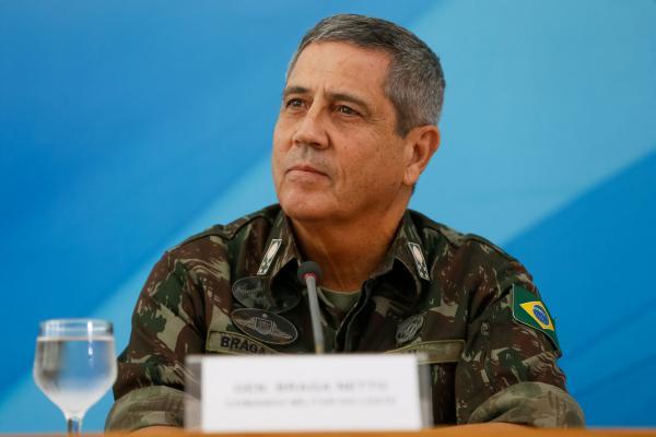 Ministro da Defesa ameaça 'golpe militar' caso não haja voto impresso em 2022, diz jornal