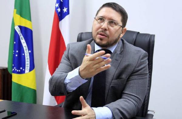 Governo diz que Carlos Almeida 'fraudou' documento de demissão do secretário de Segurança