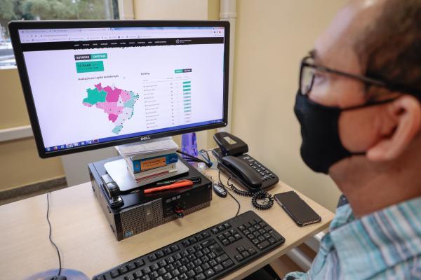 Manaus é a segunda capital em transparência da Covid-19 no Brasil