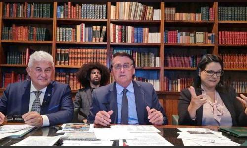 MPF e DPU ajuízam ação contra Bolsonaro por racismo ao chamar cabelo de negro de 'criador de baratas'