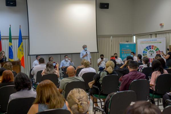 Prefeitura de Manaus reúne com gestores para tratar sobre volta às aulas 100% presenciais