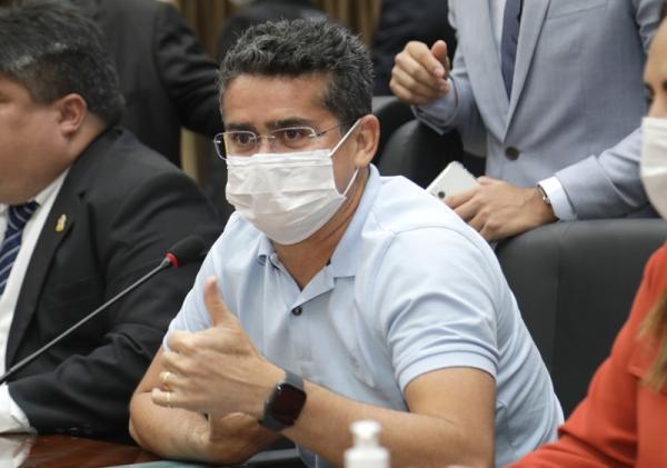 David Almeida confirma prorrogação do 'Auxílio Manauara' por mais três meses