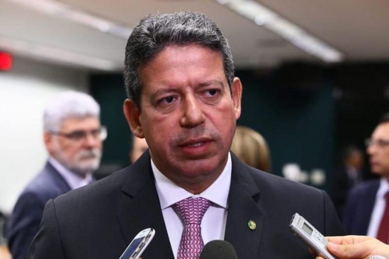 Após live de Bolsonaro, Lira recua e diz que PEC do Voto Impresso não tem força