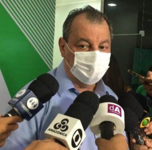Omar diz que voto impresso de Bolsonaro visa desviar foco de 555 mil mortes por covid