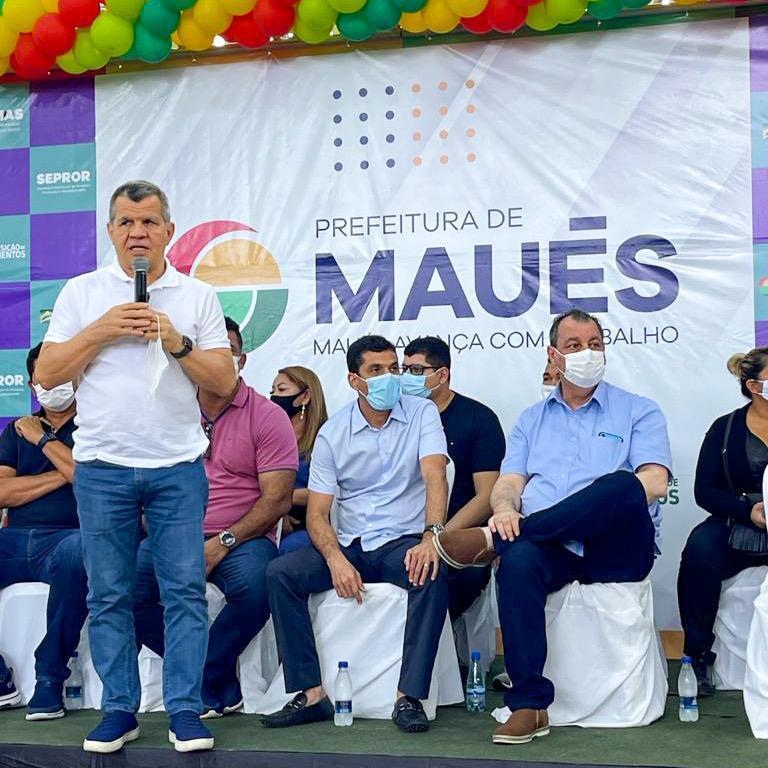 Em Maués, Bosco Saraiva participa de inauguração do Centro de Robótica e do Programa de Aquisição de Alimentos