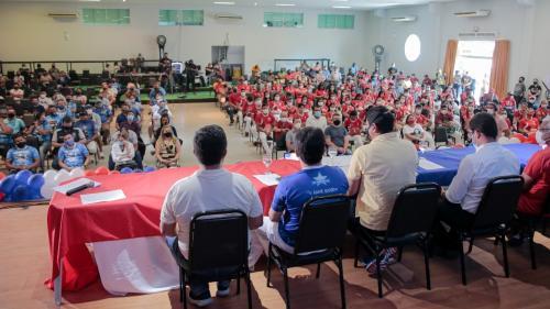 Prefeitura, Governo do AM e Maná Produções entregam 1 mil tickets alimentação a artistas de Parintins