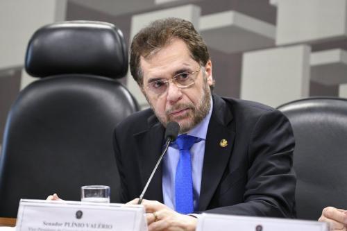 Plínio Valério cala após fala de Bolsonaro: 'agora é crime ser rico no Brasil?'