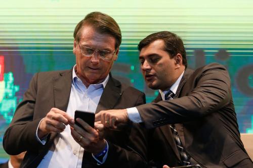 Após culpar governadores por mortes, Bolsonaro chama Wilson Lima de 'nosso governador'