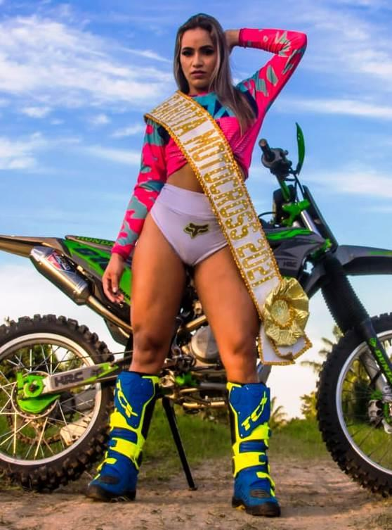 Elly Viana posa sensual para ensaio do 'Garota Motocross Parintins 2021'