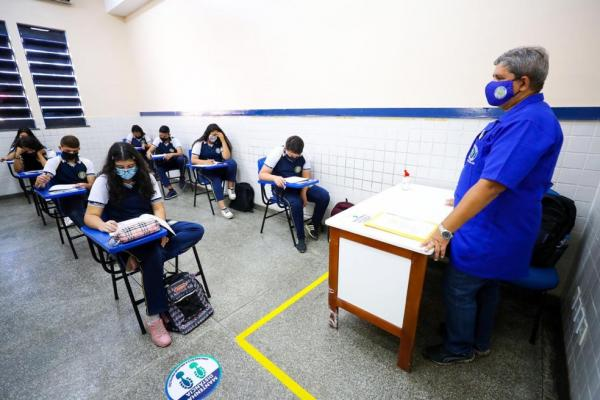 Governo anuncia aulas 100% presenciais em Manaus a partir de segunda (23)