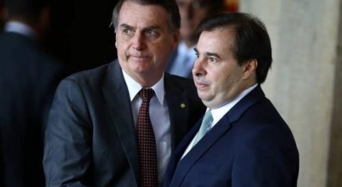Rodrigo Maia acha que Bolsonaro é gay: 'não consegue assumir'
