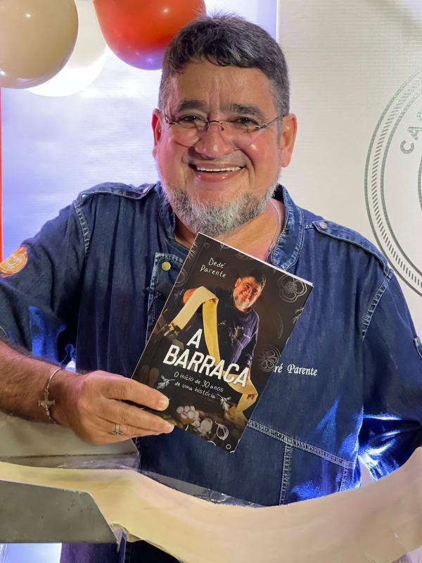 Chef Dedé Parente lança livro em comemoração aos 30 anos da Cachaçaria do Dedé