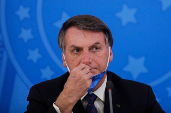 Governo Bolsonaro recua e diz que vai distribuir absorventes gratuitamente