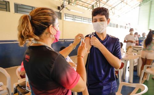 Mais de 12 mil adolescentes imunizados com segunda dose neste sábado (9), em Manaus