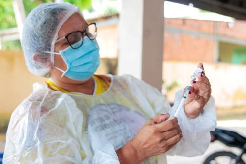 Parintins inicia hoje (11) vacinação com terceira dose em profissionais de saúde do Jofre Cohen