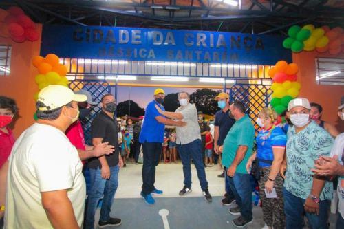 Prefeito de Parintins reinaugura centro de saúde e entrega escola e Cidade da Criança no Caburi