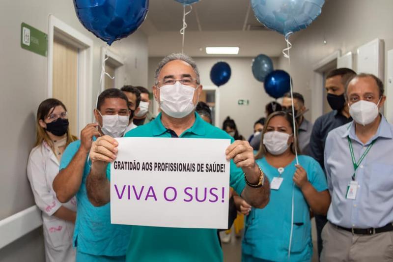 Prefeito de Belém deixa o hospital: 'viva o SUS'