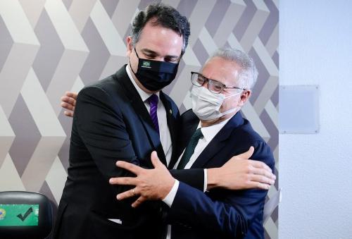 Renan e membros do PT articulam para que Pacheco seja vice de Lula, diz jornal