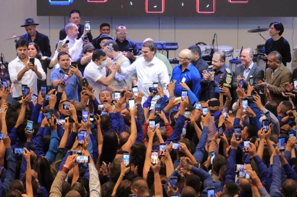 Wilson leva Bolsonaro para baile de formatura de policiais militares do AM