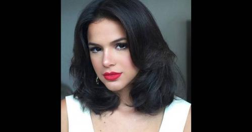 Bruna Marquezine revela que já beijou meninas e enviou nudes