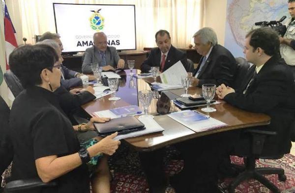 No Ministério de Minas e Energia,Omar cobra fim dos apagões em Manaus