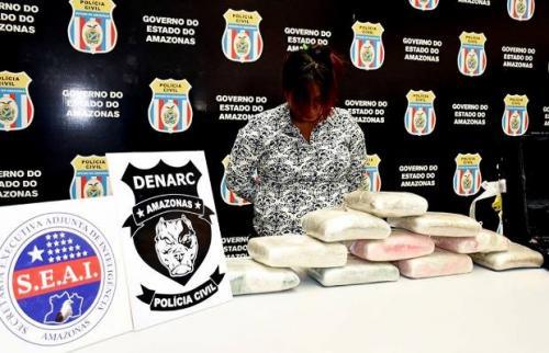 Em Manaus, mulher é presa no aeroporto com 12 quilos de maconha na mala