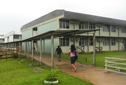 Com risco de desabar, prédio da UFAM em Benjamin Constant é interditado