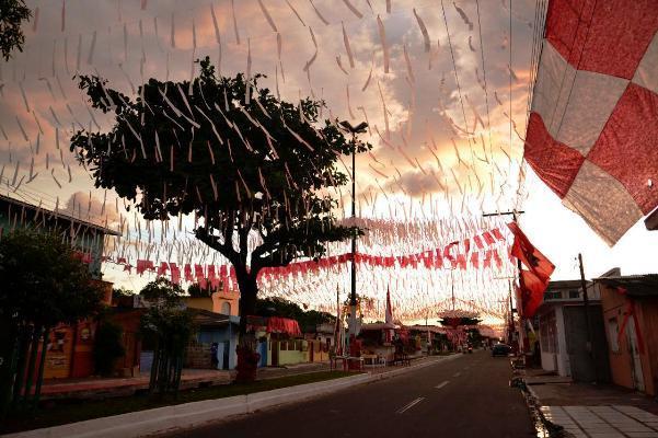 Em Parintins, irreverência, alegria e tradição movimentou concurso das ruas