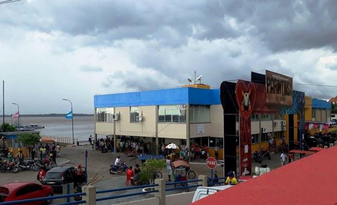 | Chegada de turistas movimenta o Porto de Parintins