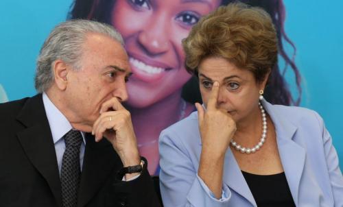 No Twitter, Dilma tira sarro e fala de