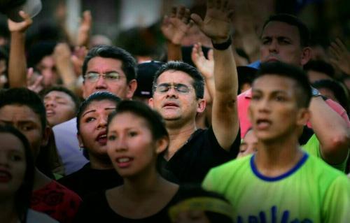 Em Parintins, David ignora Padroeira e participa da Marcha pra Jesus