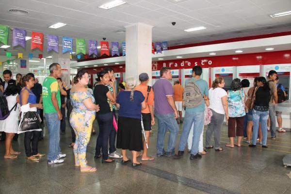 Justiça Federal determina bancos do AM a cumprirem lei das Filas