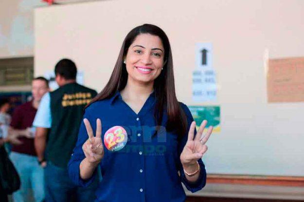 Liliane Araújo demonstra confiança ao votar e diz que campanha rendeu 'experiência'