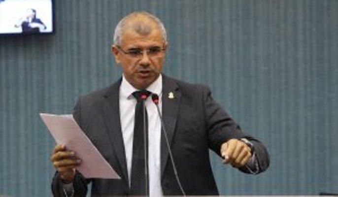 Elissandro Bessa apresenta representação ao Ministério Público contra cobrança do Detran-AM