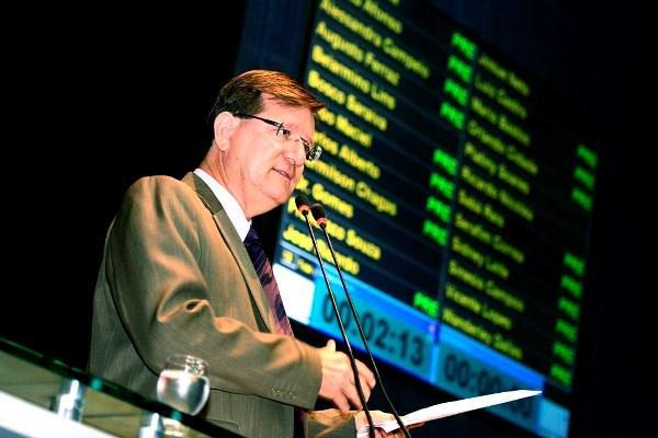 José Ricardo quer auditoria nos contratos da UEA