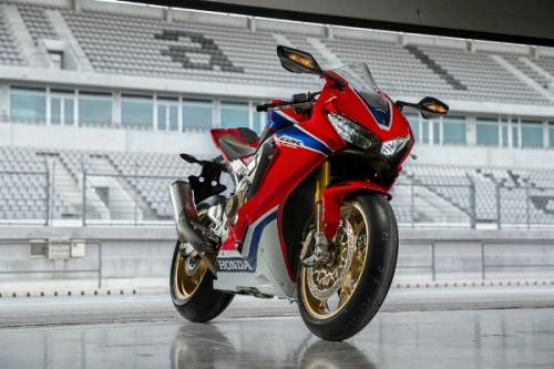 Honda CBR1000RR Fireblade é eleita a moto do ano 2017