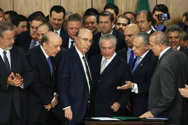 Com impasse, Temer avalia adiar trocas ministeriais para dezembro
