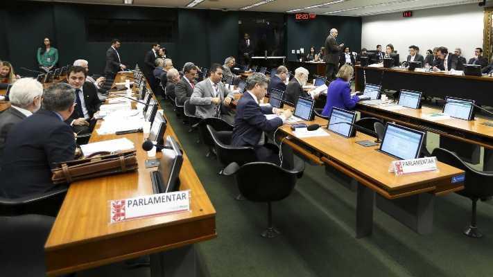 CCJ da Câmara aprova PEC que prevê fim do foro privilegiado