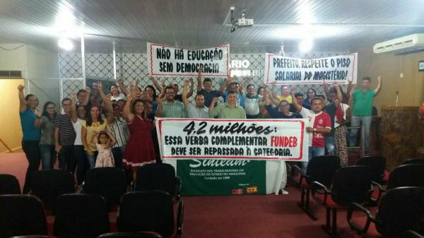 Professores de Presidente Figueiredo exigem pagamento de reajuste salarial