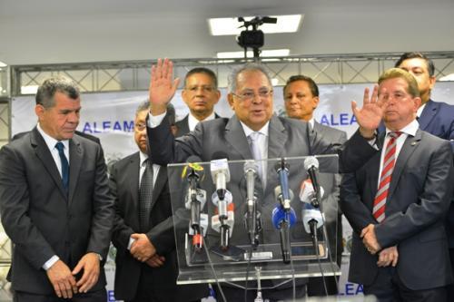 Amazonino anuncia convocação de concursados da Susam