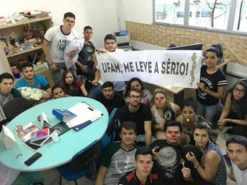 Estudantes de Medicina da Ufam em Coari protestam contra falta de professores