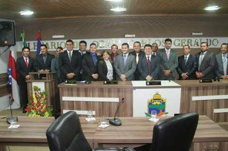 Câmara de Coari afasta três vereadores por serem oposição a Adail Filho