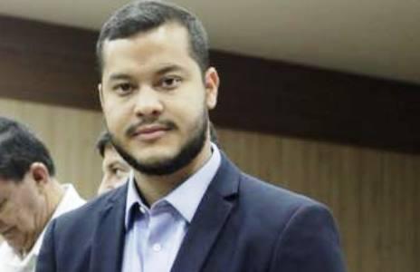 | Juiz suspende contratos de 'fachadas' em Coari; afastamento de Adail é aguardado