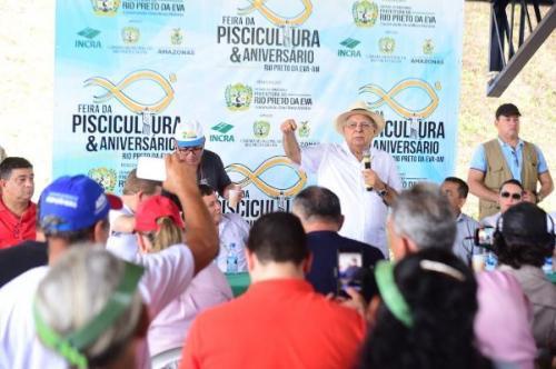 Amazonino visita Feira de Piscicultura de Rio Preto da Eva e destaca investimentos no setor primário