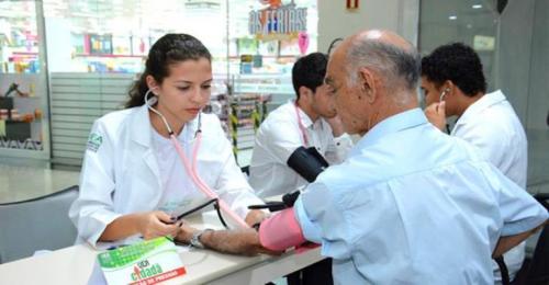 'UEA Cidadã' realiza ação social em Shopping de Manaus