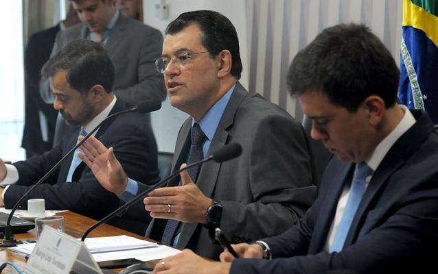 Braga pede aprovação de projeto que recupera o setor elétrico