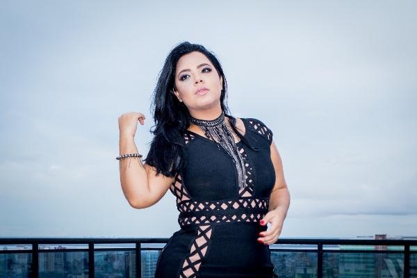 Cantora Hêmilly Lira lança novo 'single' no Largo São de Sebastião, em Manaus