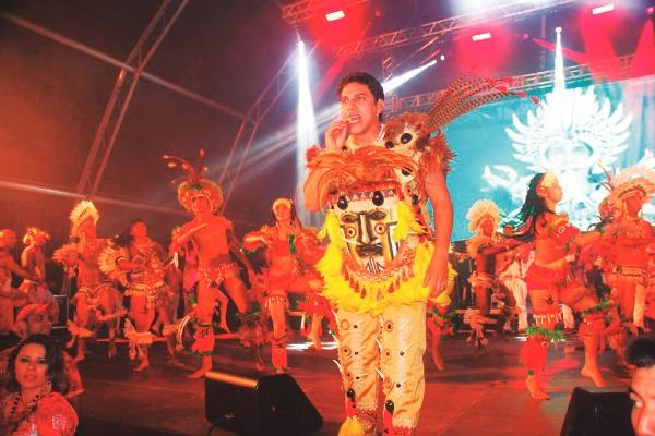 Planeta Boi agita véspera de feriado, no Copabana