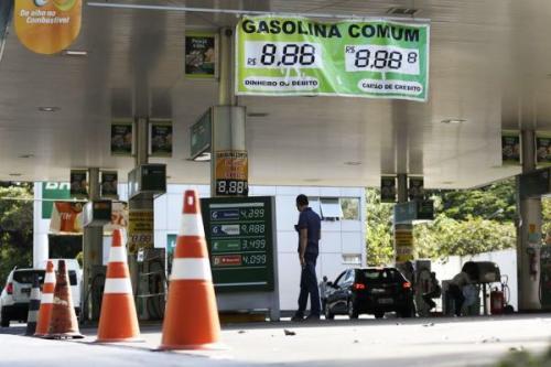 Posto que não baixar preço do diesel pode ser multado em mais de R$ 9 milhões