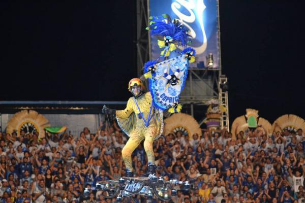 Homem voador faz nova aparição no Bumbódromo, em 2ª noite do Caprichoso